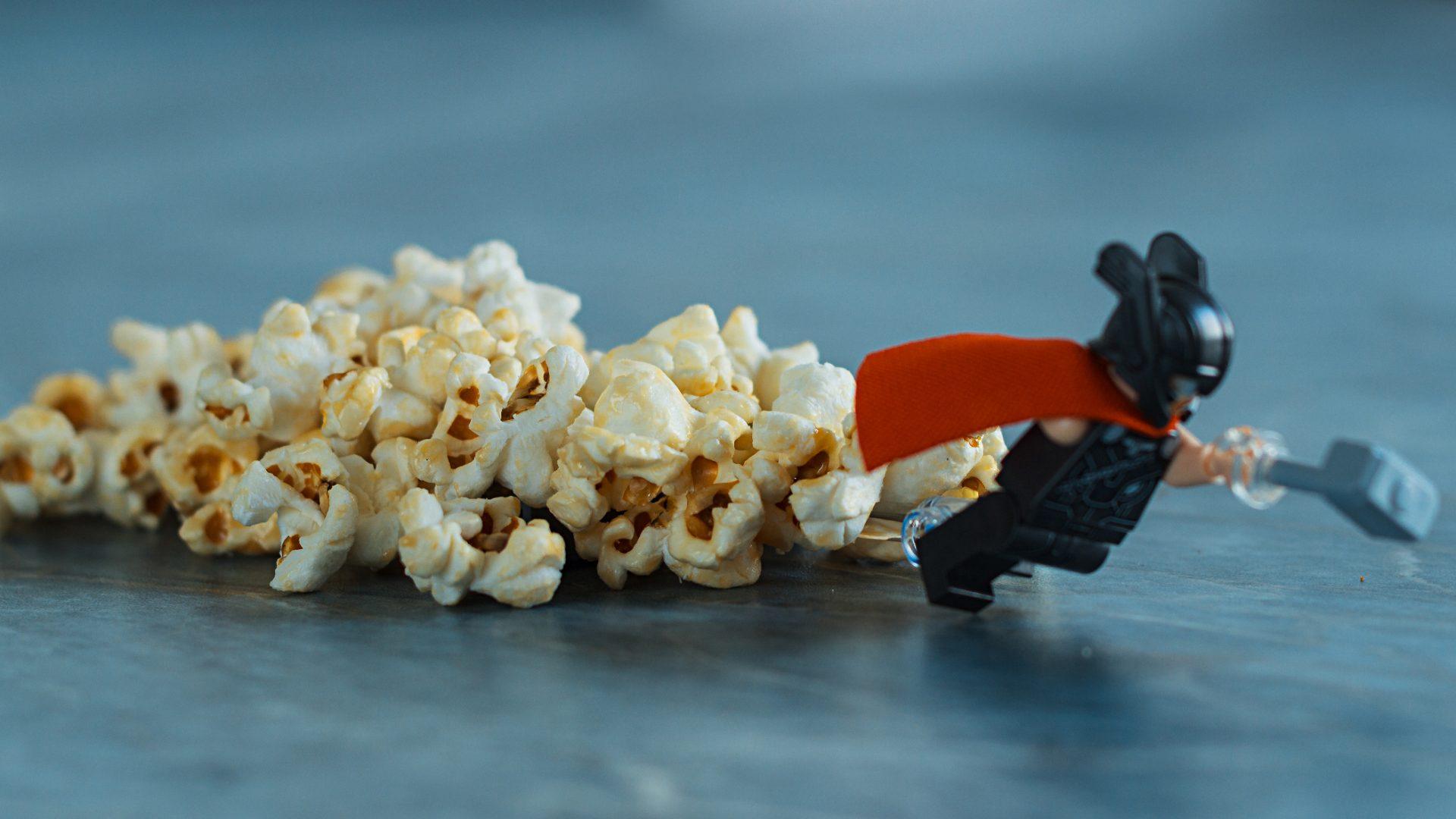 Mit Popcorn und Käse-Dip in fremde Welten