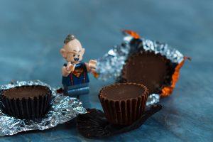 Schokolade und Bösewicht.