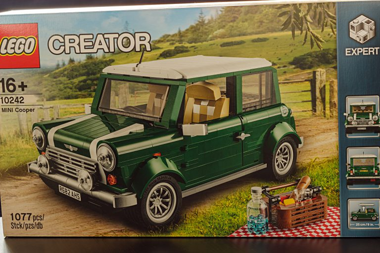 MINI Cooper – Lego's Rolling Bricks