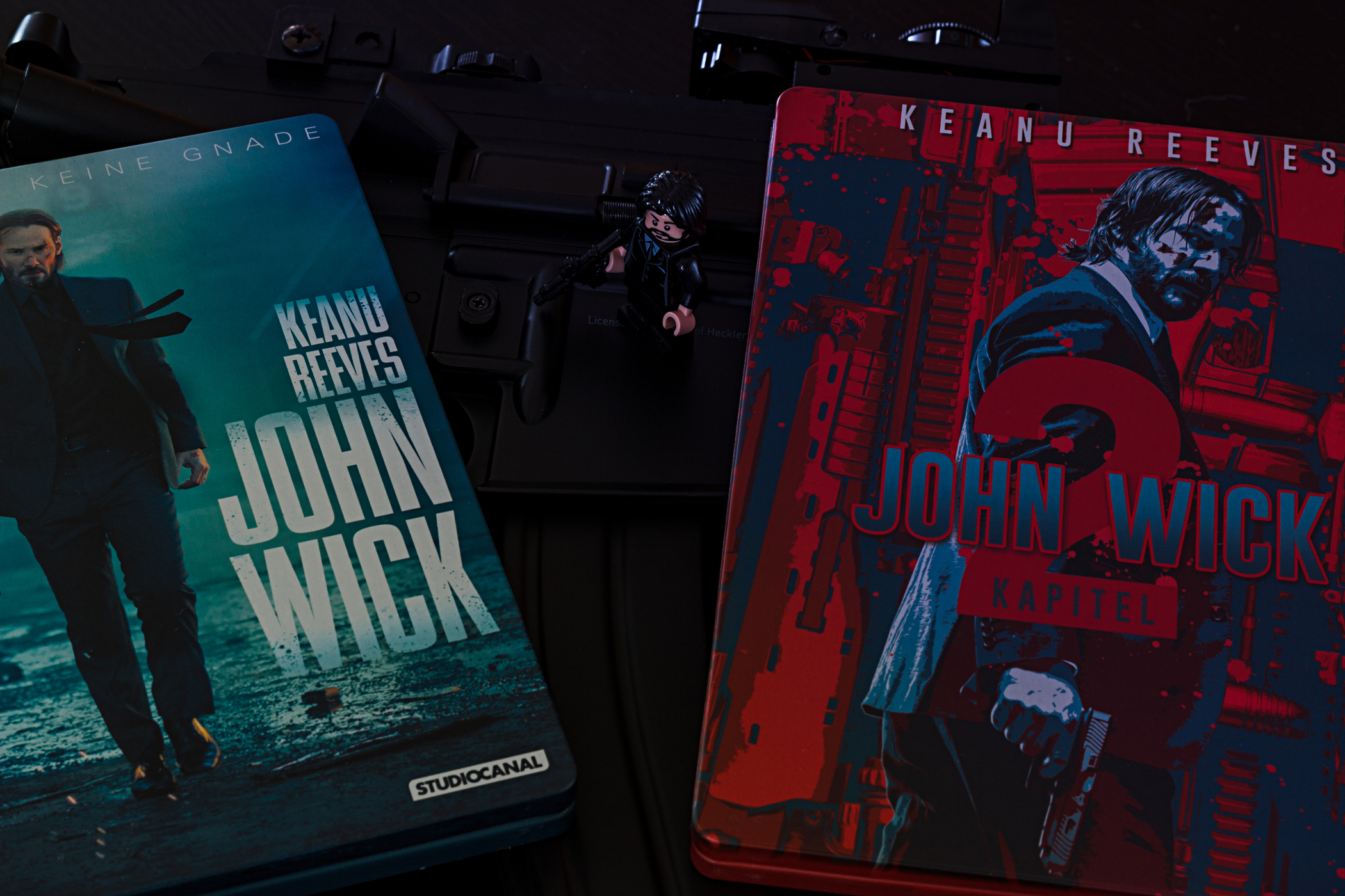 John Wick Steelbooks und Waffe